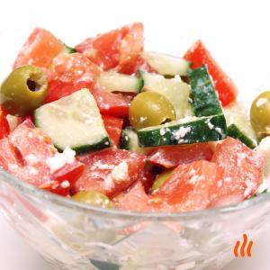 Салат из помидоров и огурцов с брынзой