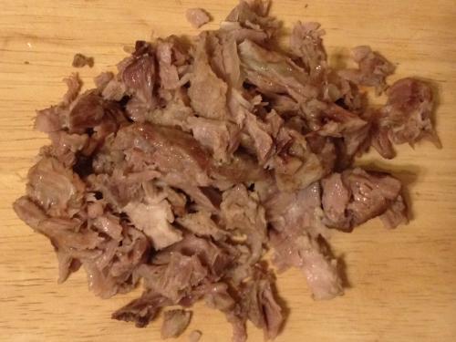 Отваренное и разделанное мясо